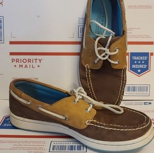 Sperry leather boat shoes 9.5 m slip resistant